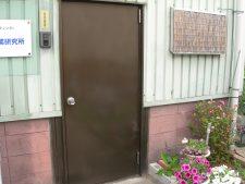 ステンレスコート塗装玄関扉